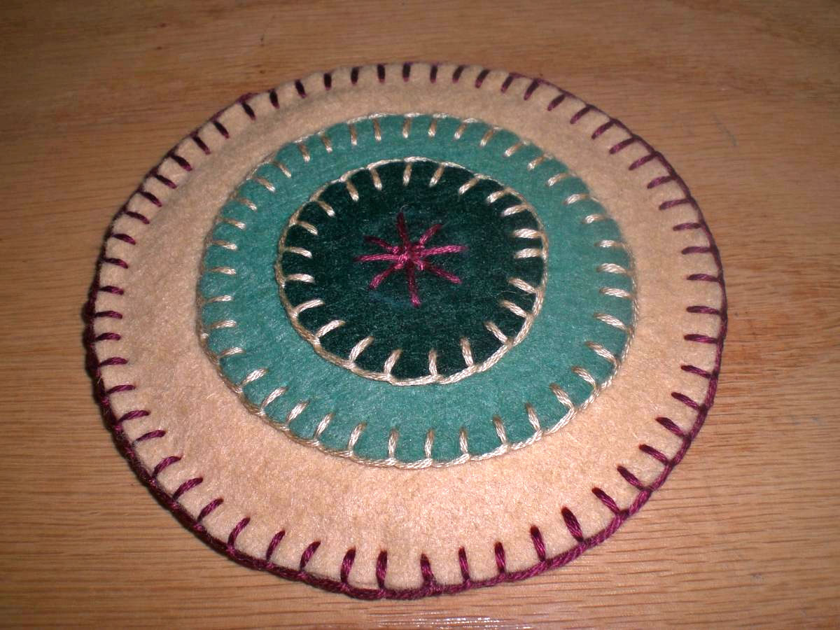 Wool penny coaster directions wee folk art for Penny coasters