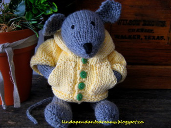 Knitting Pattern For Mouse Free : Cat and Mouse Knit Patterns - Wee Folk Art