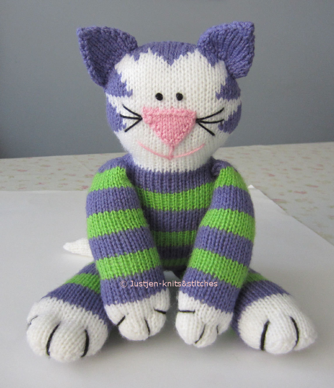 Cat Design Knitting Pattern : Cat and Mouse Knit Patterns - Wee Folk Art