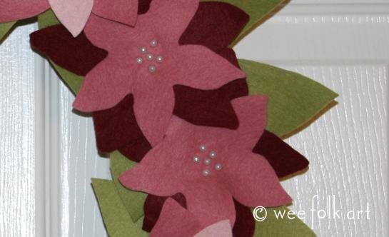 feltpoinsettiawreath-closeup545wm