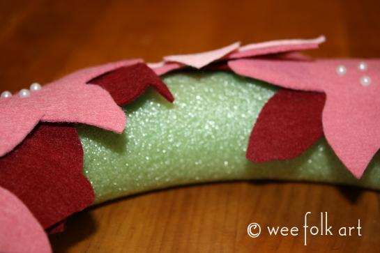 feltpoinsettiawreath-pinleaf1-545wm