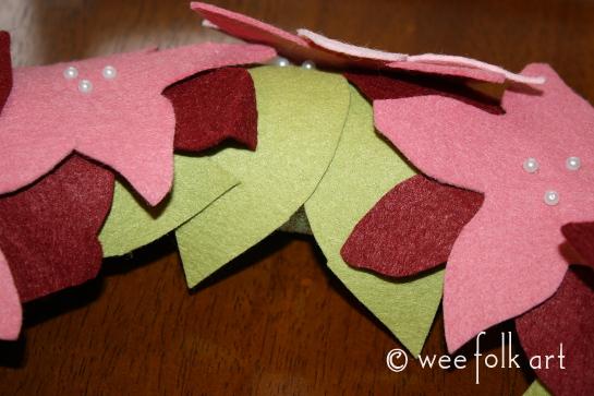 feltpoinsettiawreath-pinleaf3-545wm