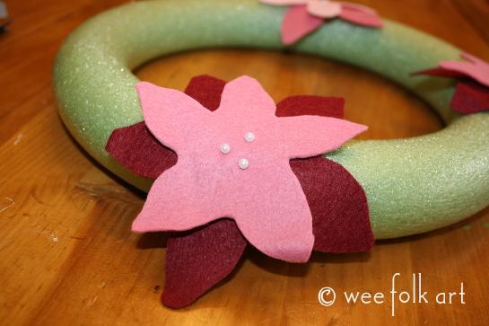feltpoinsettiawreath-pintowreath1-545wm