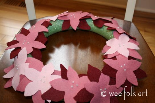 feltpoinsettiawreath-pintowreath2-545wm