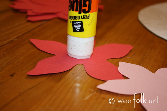 paperpoinsettiawreath-gluecenter545wm