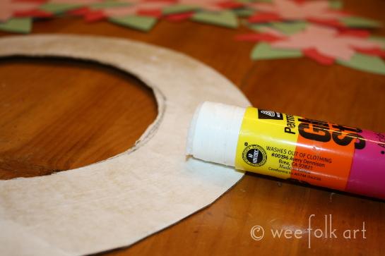 paperpoinsettiawreath-glueonwreath545wm