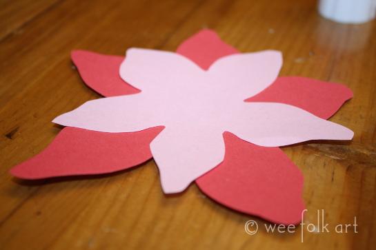 paperpoinsettiawreath-gluesmallpetal545wm