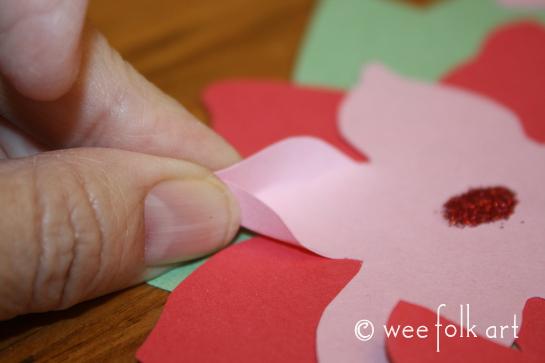 paperpoinsettiawreath-pinchpetals545wm