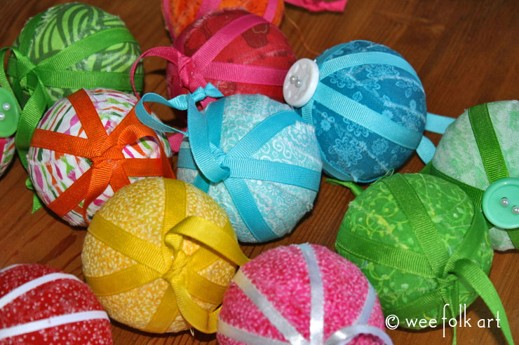 rag-ornament-balls-feature