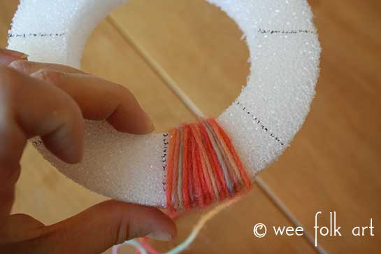 yarn-candle-wreath-startwrap2