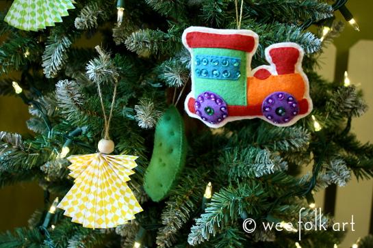 felt pickle ornament - hidden 545wm