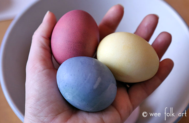 natural Easter egg dyes primary colors