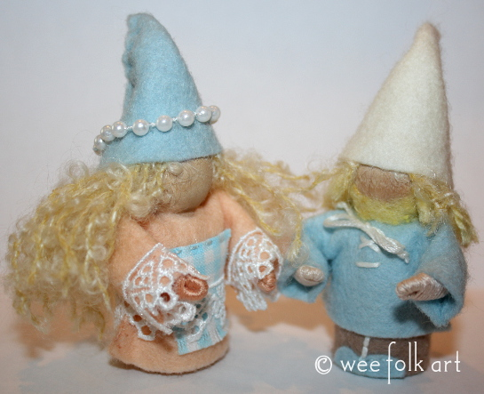seaside gnomes pair 545wm