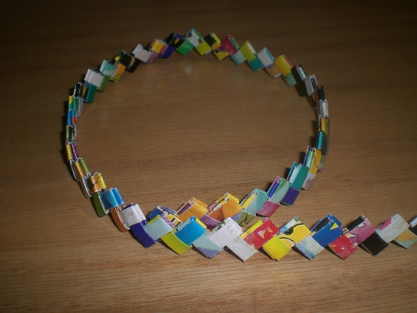 Gum Wrapper Chains | Paper chains, Paper crafts, Crafts | 450x600